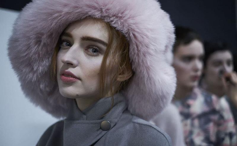 Модная розовая шапка - фото 5