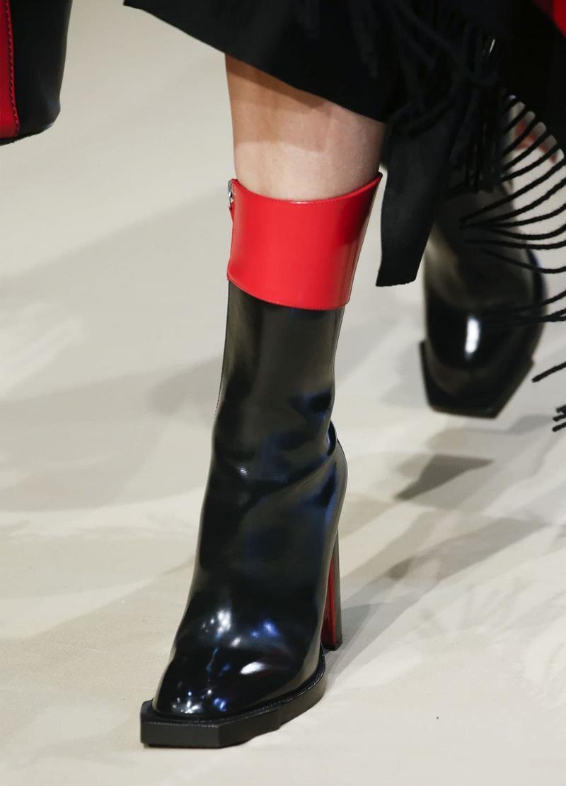 Модные черно-красные сапоги - фото 6